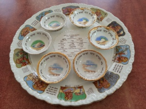 Seder plate with dishes
